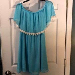 Turquoise On or Off Shoulder w/ Lace Trim 👗